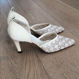 Vtg Giorgio Armani cream embroidered shoes heels